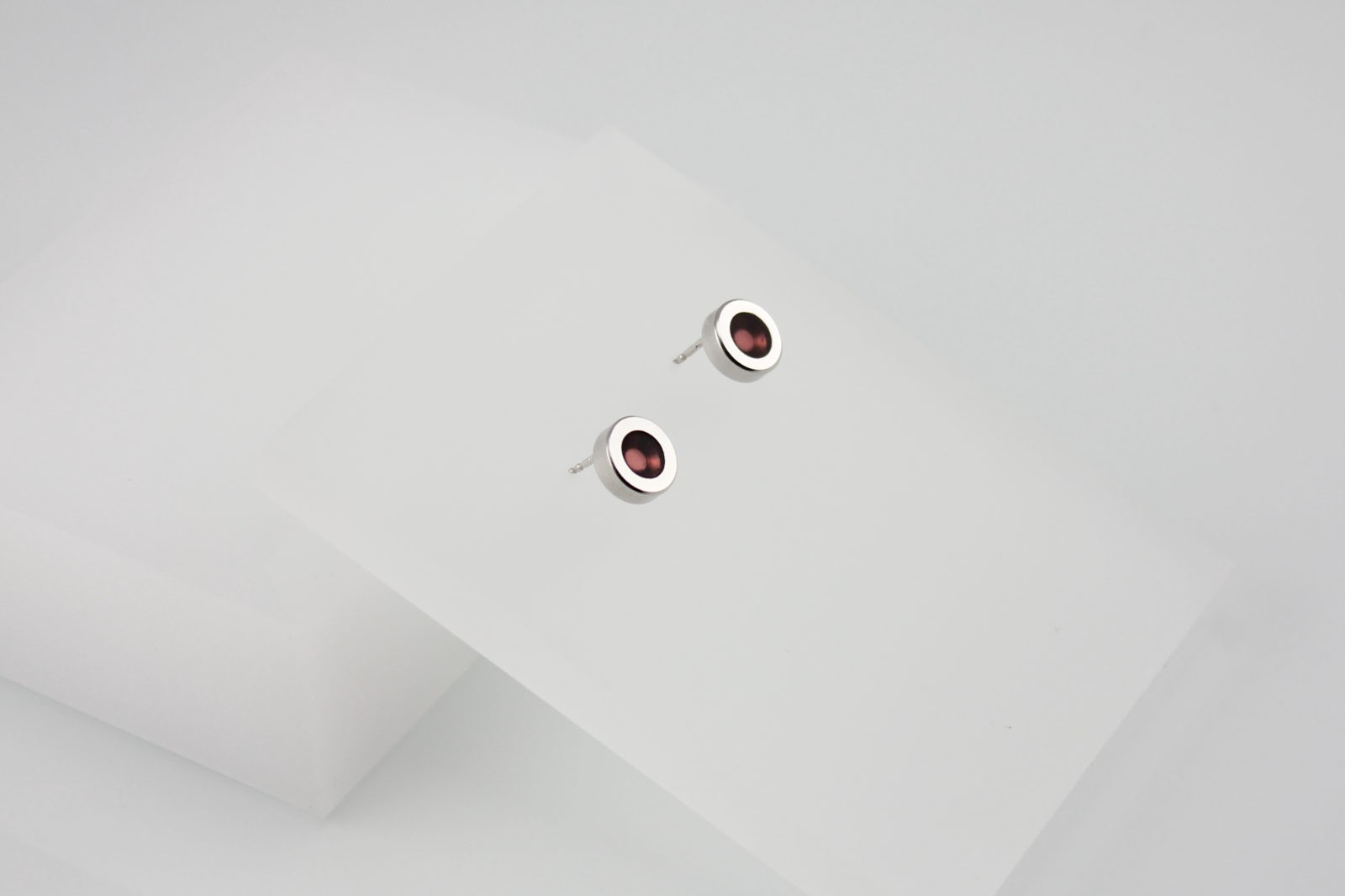 Kyō earrings dots / rhodium-plated