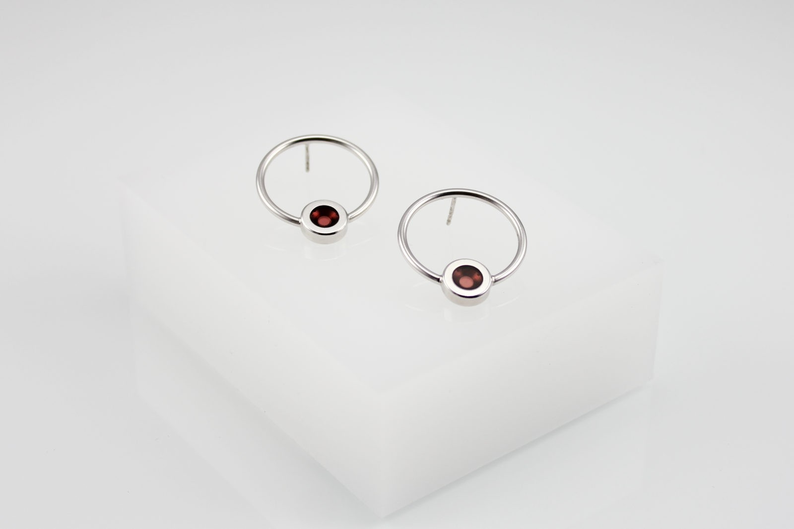 Kyō earrings round / rhodium-plated