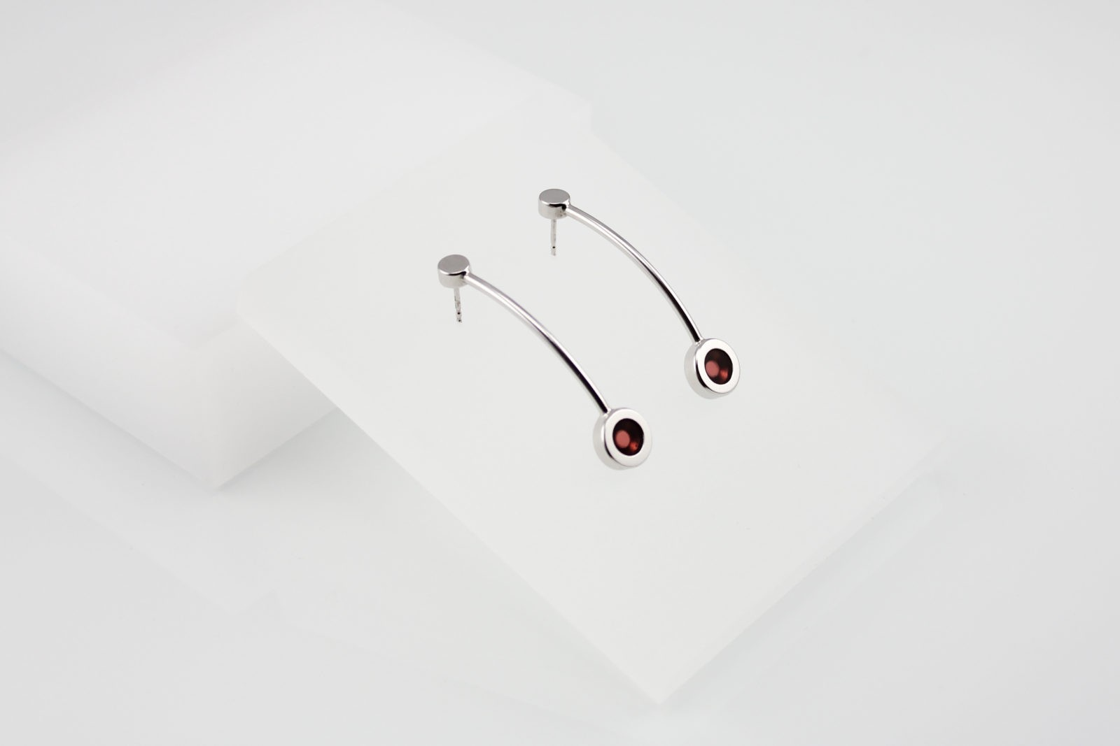 Kyō earrings long / rhodium-plated