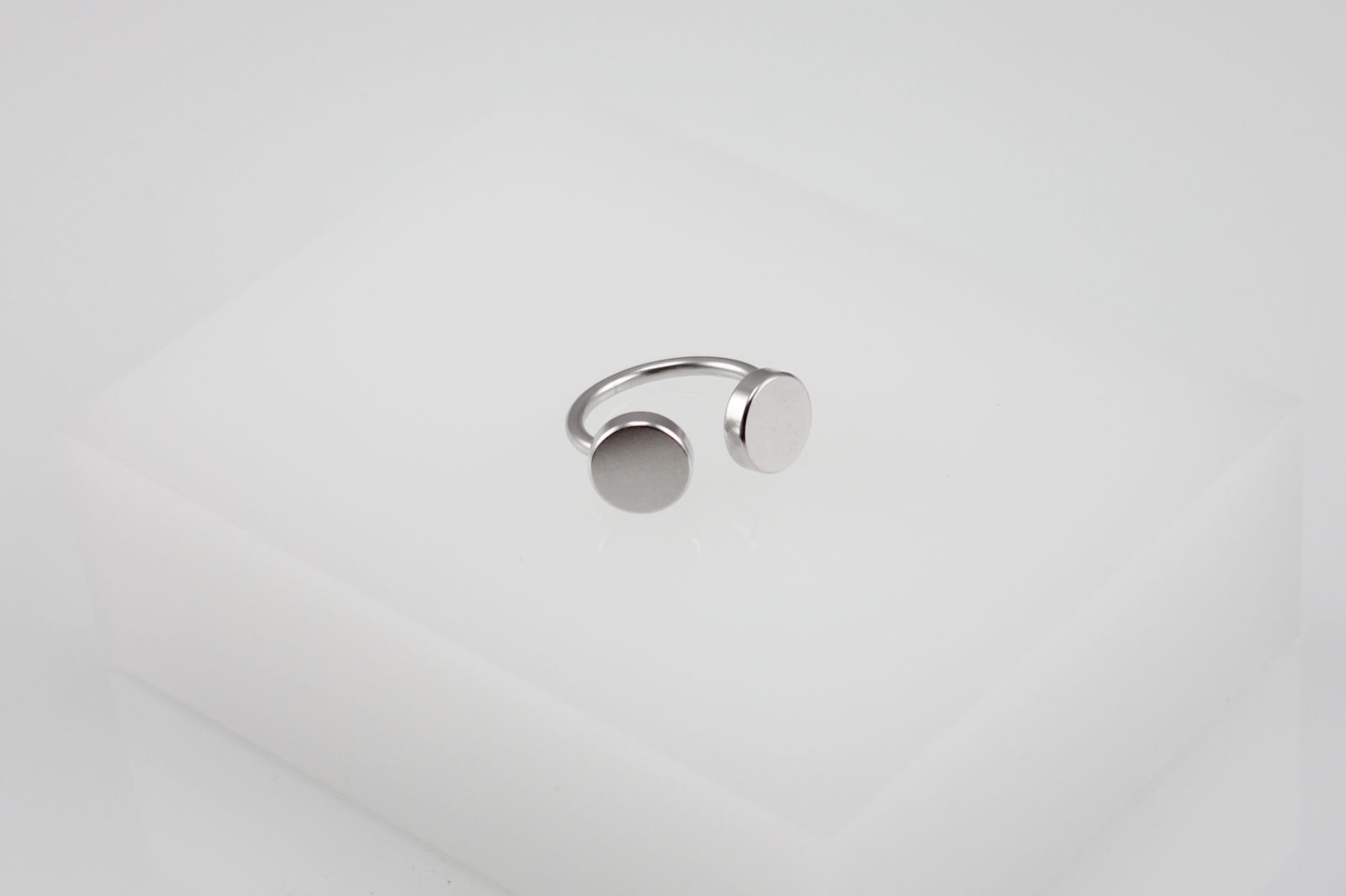 Kyō ring / rhodium-plated