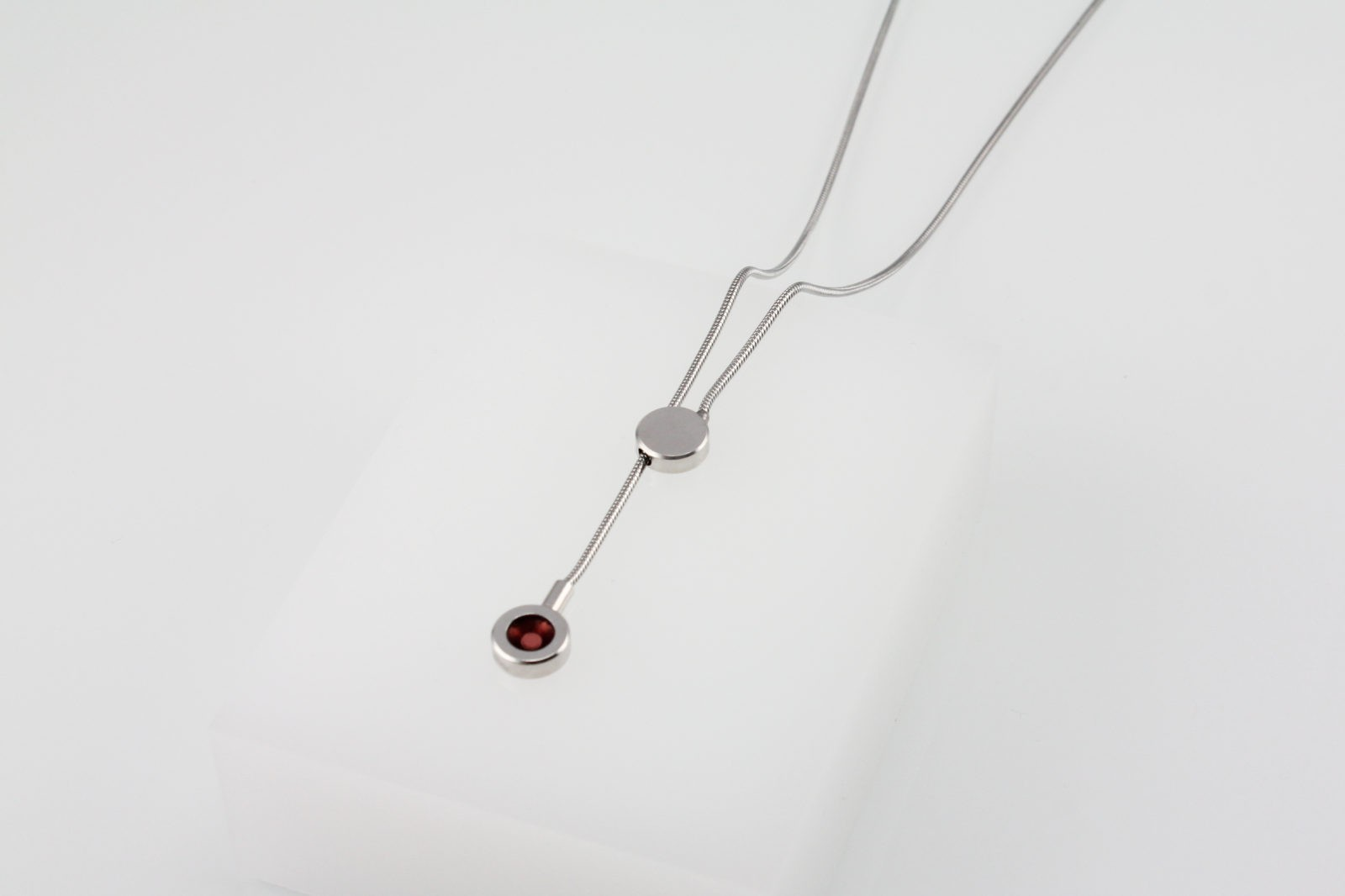 Kyō pendant / rhodium-plated